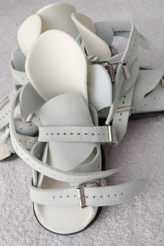 but, sandał, but Mitchella, sandał Mitchella, Mitchell boot, Mitchell sandal, buty do szyny, boots to brace,krzywa stopa, stopa końsko-szpotawa, stopy końsko-szpotawe, clubfoot, clubfeet